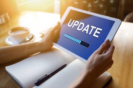 Foto de Update status bar on device screen. Software development and technology concept. - Imagen libre de derechos