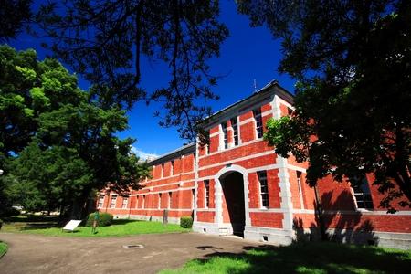 Foto de Red brick school building at Kumamoto university, Kumamoto Prefecture, Japan - Imagen libre de derechos