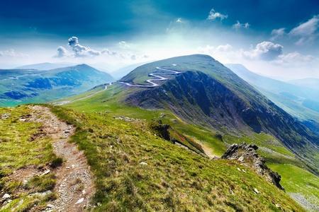Photo pour Landscape with Transalpina road and Urdele peak of Parang mountains in Romania - image libre de droit