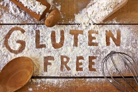Photo pour gluten free word with wood background - image libre de droit