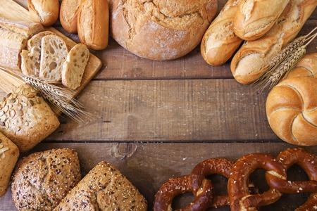 Foto de Different breads on wood background - Imagen libre de derechos