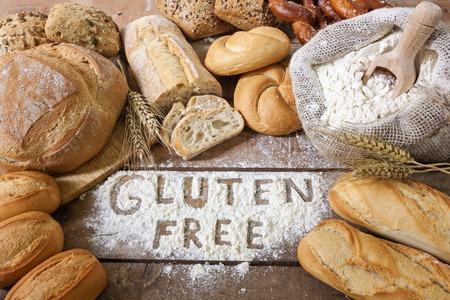 Foto de a gluten free breads on wood background - Imagen libre de derechos