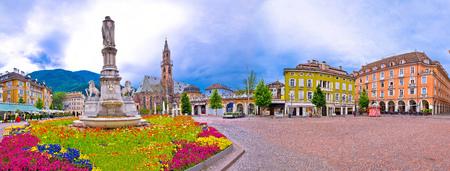 Foto de Bolzano main square Waltherplatz panoramic view, South Tyrol region of Italy - Imagen libre de derechos