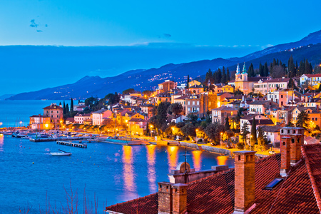 Foto de Town of Volosko evening waterfront view, Opatija riviera of Croatia - Imagen libre de derechos