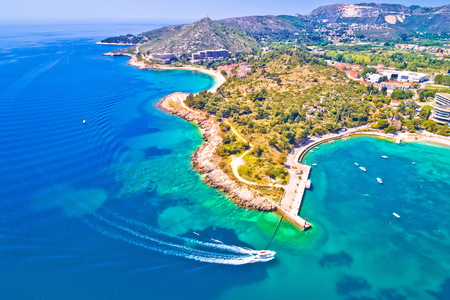 Photo pour Aerial view of Dubrovnik emerald coastline in Srebreno, Dalmatia region of Croatia - image libre de droit