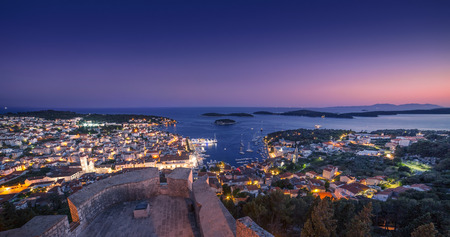 Foto de Beautiful view of the town of Hvar at night. Hvar Island in Croatia. - Imagen libre de derechos