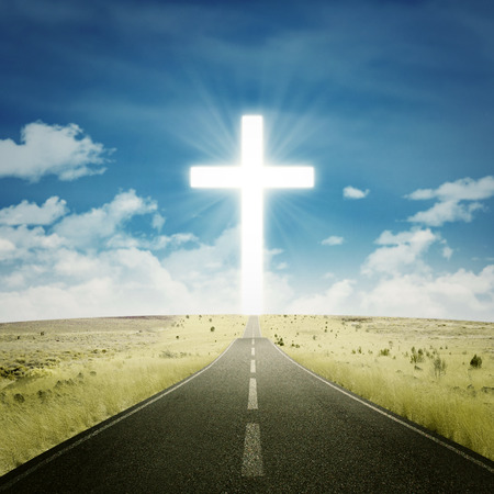 Photo pour Empty road toward the heaven with a cross on the end of the road - image libre de droit