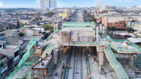 Photo pour JAKARTA - Indonesia. May 21, 2018: Construction project of station and railway tracks for Light Rail Transit in Jakarta, Indonesia - image libre de droit