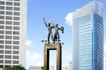 Photo pour JAKARTA - Indonesia. June 12, 2018: Welcome Monument with skyscrapers in Central Jakarta, Indonesia - image libre de droit