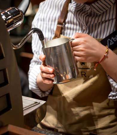 Foto de SHANGHAI, CHINA - JANUARY 11, 2020: The special coffee machine of the  Shanghai Starbucks Roastery is the world's largest Starbucks. The second largest in the world. - Imagen libre de derechos