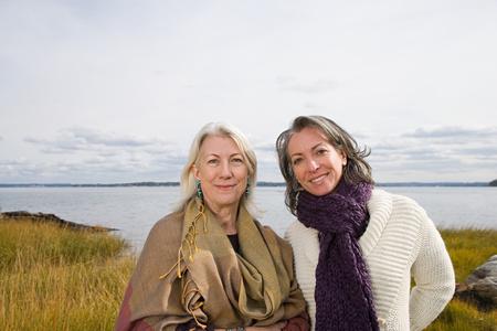 Photo pour Two women near a lake - image libre de droit