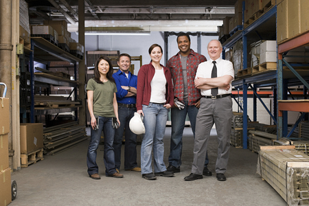 Foto de Workers in warehouse - Imagen libre de derechos