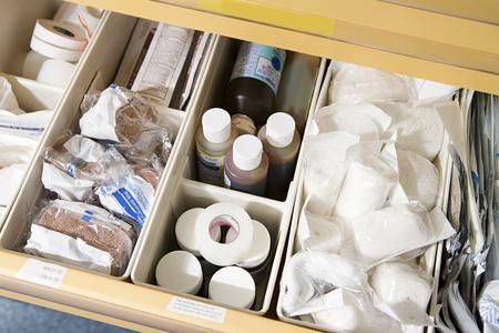 Foto de Drawer of medical supplies - Imagen libre de derechos