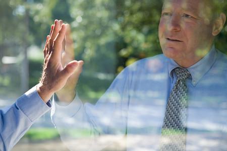 Photo pour Man looking at his reflection - image libre de droit