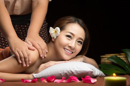 Photo pour Asian woman having massage and spa salon Beauty treatment concept. - image libre de droit