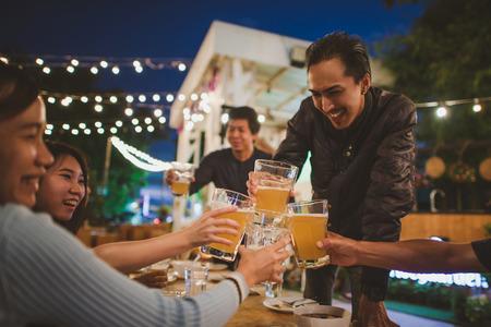 Photo pour Group Of Friends celebrating the festival and Enjoying Evening Drinks,vintage style. - image libre de droit