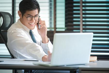 Foto de Businessman analyzing investment charts with Smartphones and laptop. Accounting - Imagen libre de derechos