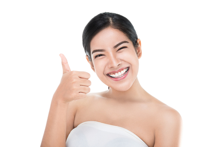 Photo pour Beautiful asian woman perfect skin showing thumbs up isolated with clipping path. - image libre de droit