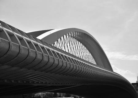 Foto de Modern bridge in Black n White at Prague - Europe - Imagen libre de derechos