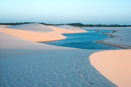 Photo pour Lagoons in the desert of Lencois Maranhenses National Park, Brazil, low, flat, flooded land, overlaid with large, discrete sand dunes with blue and green lagoons - image libre de droit