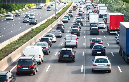 Photo pour busy motorway during rush-hour - image libre de droit