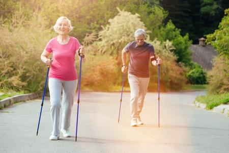 Foto de Positive aged couple being in the park - Imagen libre de derechos