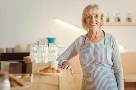 Photo pour Happy elderly woman looking at you - image libre de droit