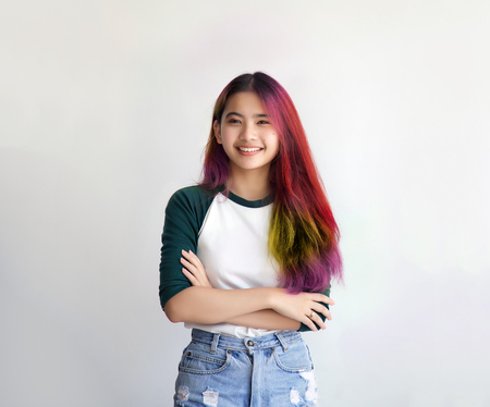 Foto de pretty asian femele smiling joyfully with colorful hair in dressed casually like hipster lifestyle, Independent fashion concept. - Imagen libre de derechos