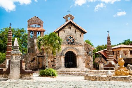 Foto de Ancient village Altos de Chavon - Colonial town reconstructed in Dominican Republic. Casa de Campo, La Romana. - Imagen libre de derechos