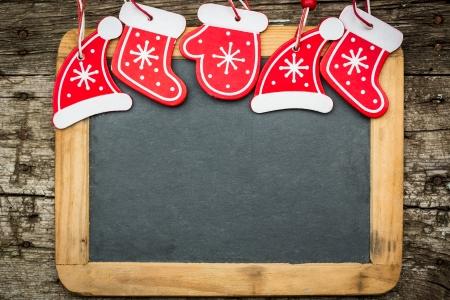 Photo pour Christmas tree decorations border on vintage wooden blackboard  Winter holidays concept  Copy space for your text - image libre de droit