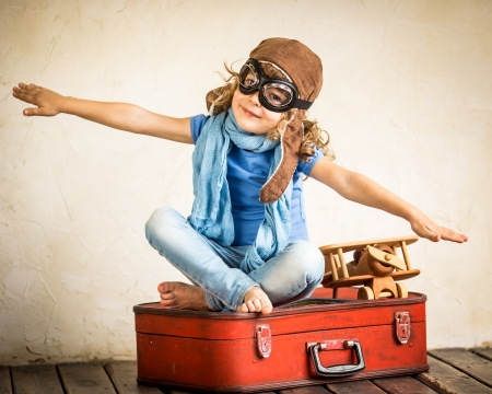 Photo pour Happy kid playing with toy airplane - image libre de droit