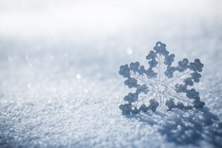 Photo pour Silver Christmas decoration. Beautiful snowflake on real snow outdoors. Winter holidays concept - image libre de droit