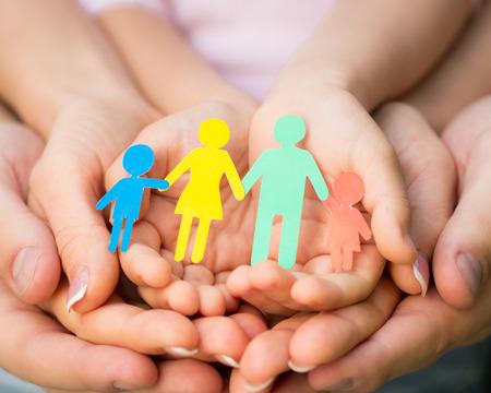 Foto de Paper family in hands - Imagen libre de derechos