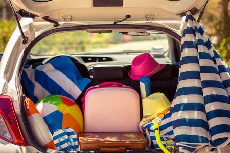 Photo pour Summer vacation. Car travel concept - image libre de droit
