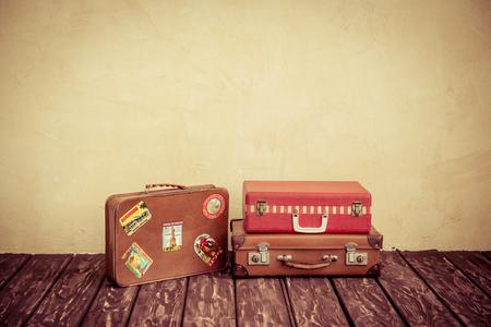 Photo pour Vintage classic brown leather suitcase. Travel concept - image libre de droit