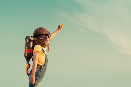 Photo pour Kid with jet pack pretend to be superhero. Child playing in summer outdoors. Success, leader and winner concept - image libre de droit