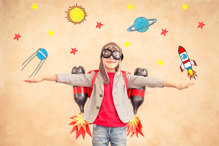 Photo pour Child playing with jetpack. Kid with jet pack at home. Success, creative and startup concept - image libre de droit