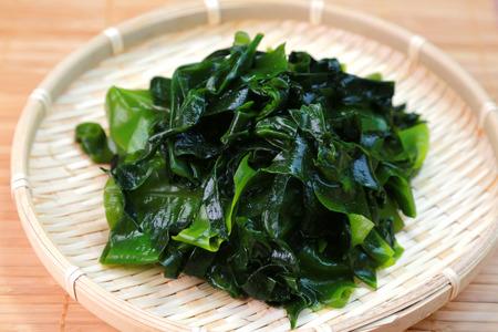 Photo pour Wakame seaweed / Japanese food - image libre de droit