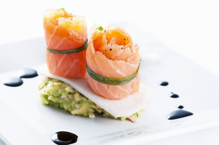 Salmon rolls with avocado cream