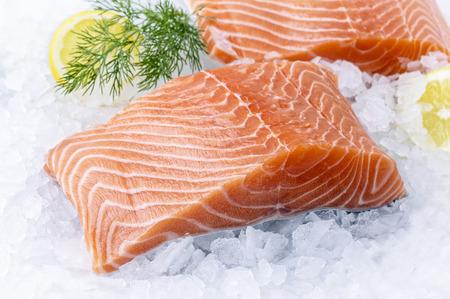 Photo pour Salmon Filet on Ice - image libre de droit