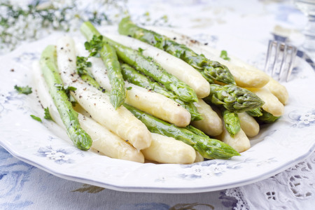 Foto de Boiled green and white Asparagus on a plate - Imagen libre de derechos