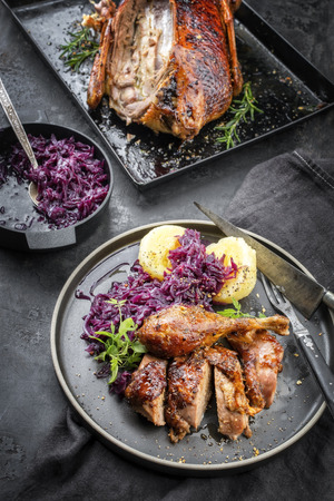 Photo pour Traditional roasted Christmas duck with potato dumplings and blue kraut as top view on a plate - image libre de droit