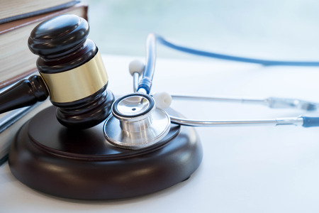 Foto de Gavel and stethoscope. medical jurisprudence. legal definition of medical malpractice. attorney. common errors doctors, nurses and hospitals make - Imagen libre de derechos