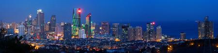 Foto de Night view of Qingdao Bay City - Imagen libre de derechos