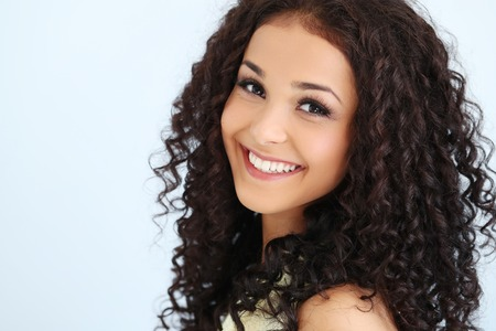 Photo pour Lovely woman with curly hair - image libre de droit