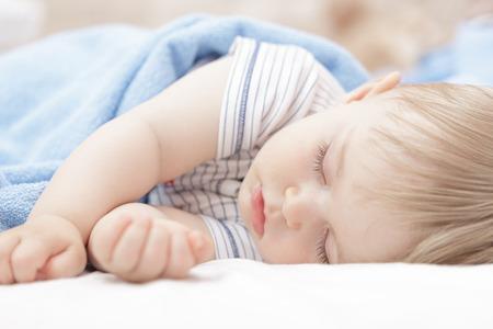 Photo pour Baby sleeping - image libre de droit