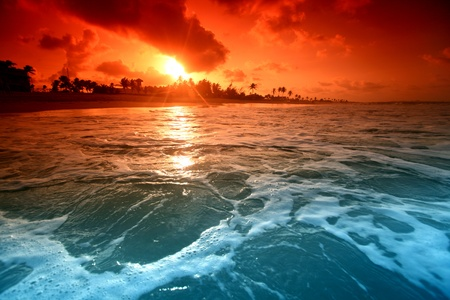Photo pour landscape ocean sunrice golden sky - image libre de droit