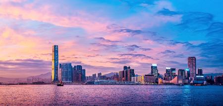 Foto de Hong Kong Victoria Harbor day and night - Imagen libre de derechos