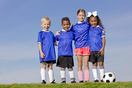 Photo pour Young Kids on a Soccer Team group photo - image libre de droit