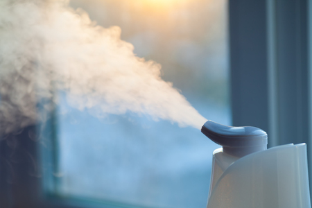 Foto de Humidifier on the window at sunset - Imagen libre de derechos